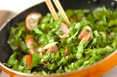 セロリの葉とソーセージ炒めの作り方1