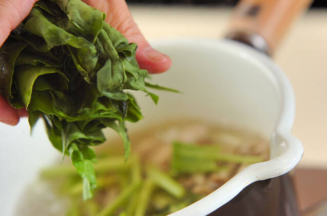 シメジと青菜のみそ汁の作り方の手順5