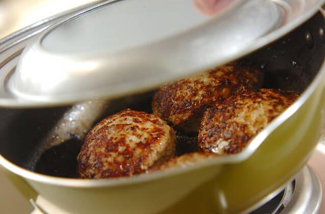 トマト煮込みハンバーグの作り方の手順5
