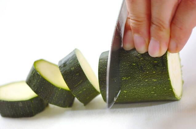 とまらないおいしさ!ズッキーニのさっぱりマリネの作り方の手順1