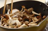 いろいろキノコと煮豆の炒め物の作り方1
