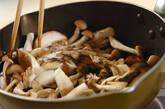 いろいろキノコと煮豆の炒め物の作り方7