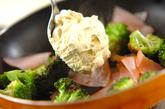 ブロッコリーとハムのカレークリーム炒めの作り方1