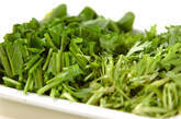 ホウレン草と菊菜のみそ汁の下準備1
