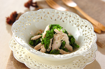 菜の花と蒸し鶏のサラダ