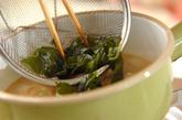 玉ネギとワカメのみそ汁の作り方2