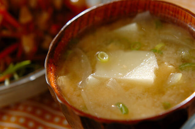 ジャガイモと玉ねぎの味噌汁
