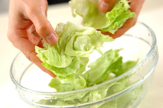 レタスのチーズ和えの作り方の手順1