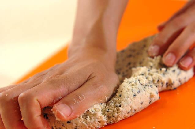 卵と白玉粉で作る黒ゴマのポンデケージョの作り方の手順3