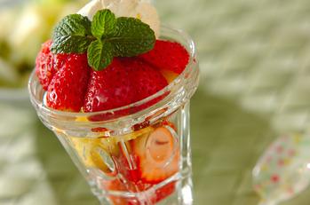 イチゴのカップケーキデザート
