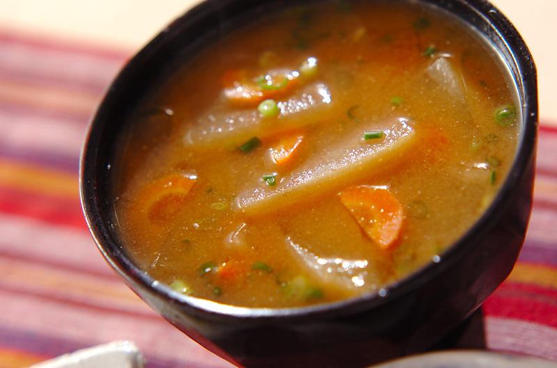 冬瓜とにんじんの味噌汁