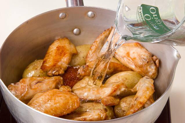 新ジャガと手羽先煮の作り方の手順6