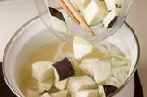 ナスと玉ネギのみそ汁の作り方1