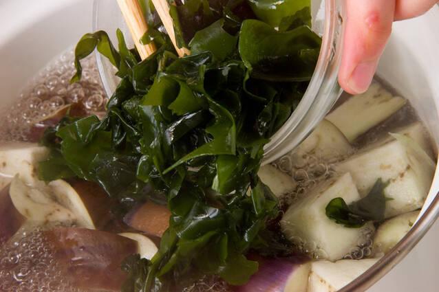 ナスと玉ネギのみそ汁の作り方の手順5