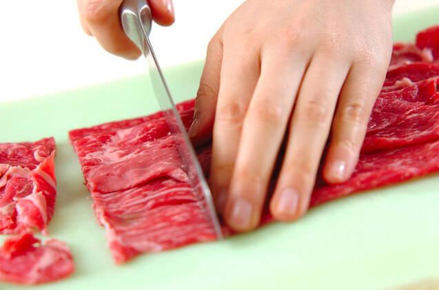 甘辛がたまらない!牛肉のすき焼き風炒め煮の作り方の手順1