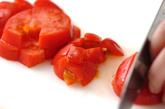 トマトとソーセージのパスタの下準備1
