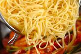 簡単!フレッシュトマトとソーセージのパスタの作り方6