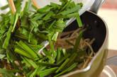モヤシとニラの炒め浸しの作り方1