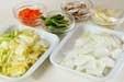 白菜と鶏肉のサッと炒めの下準備1