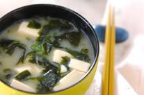 豆腐とワカメの麦みそ汁
