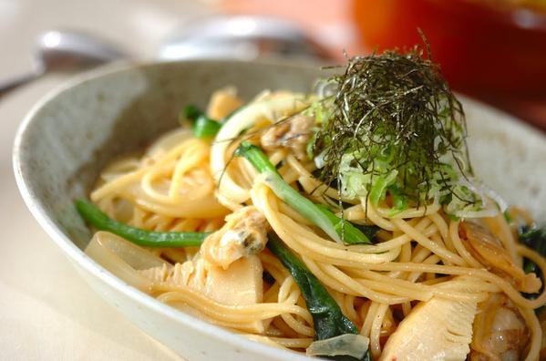 美味しそうなあさりとほうれん草の和風パスタ・スパゲッティー