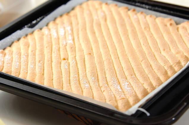 イチゴのロールケーキの作り方の手順5