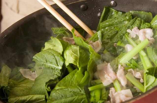 小松菜と豚肉の炒め物の作り方の手順2