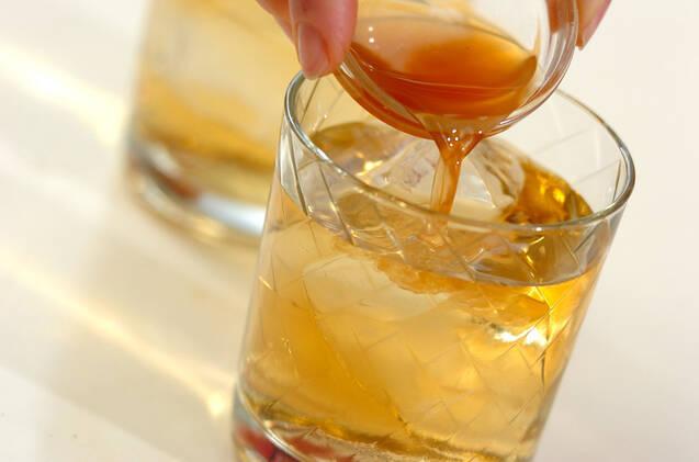 グラスに入ったジンジャーコーディアルウィスキー
