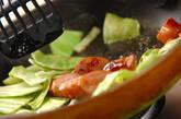 キャベツとソーセージのマスタード炒めの作り方2