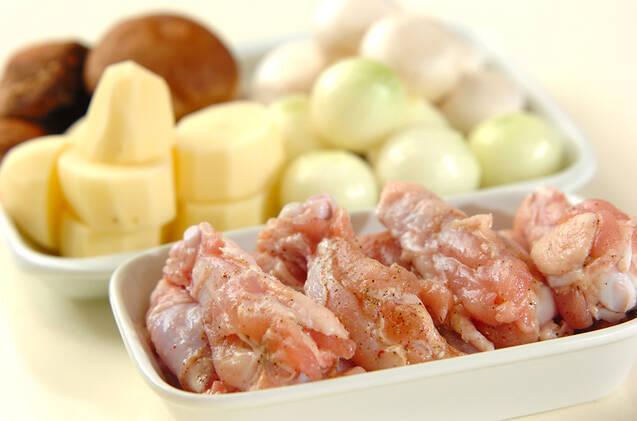 鶏肉と野菜の蒸し焼きの作り方の手順1