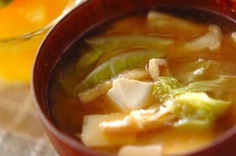 白菜と豆腐の麦みそ汁