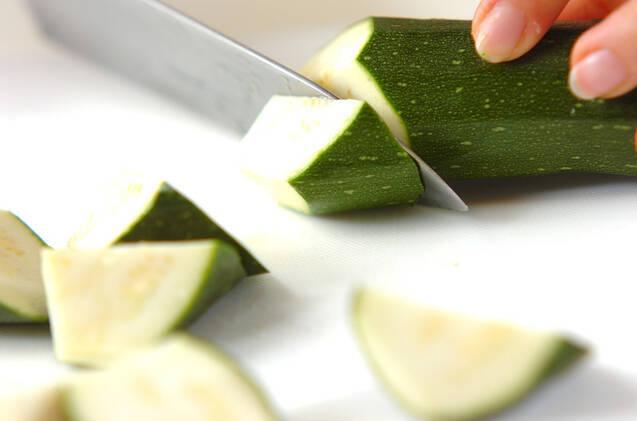 ズッキーニのキムチ炒めの作り方の手順1