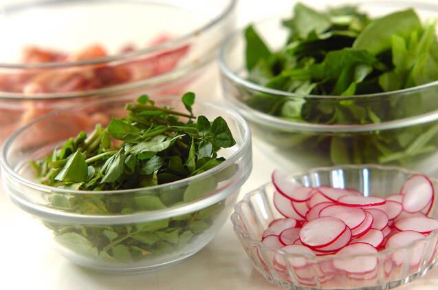 カリカリ豚肉のサラダ仕立ての作り方の手順1