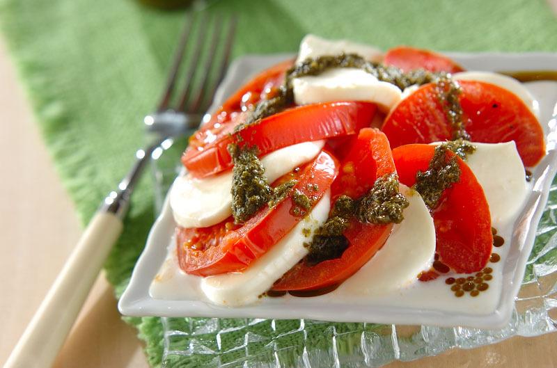 焼きトマトのバジルソースカプレーゼ