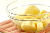 サツマイモとカニカマのサラダの作り方1