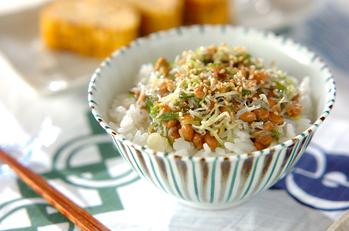 納豆とジャコのせご飯