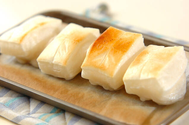 お餅のベーコン巻きの作り方の手順1