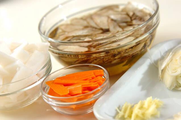 牛肉と大根のゴマ炒め煮の作り方の手順1