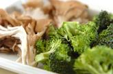 ブロッコリーのニンニク炒めの下準備1