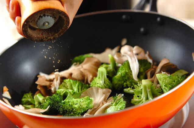 ブロッコリーのニンニク炒めの作り方の手順4