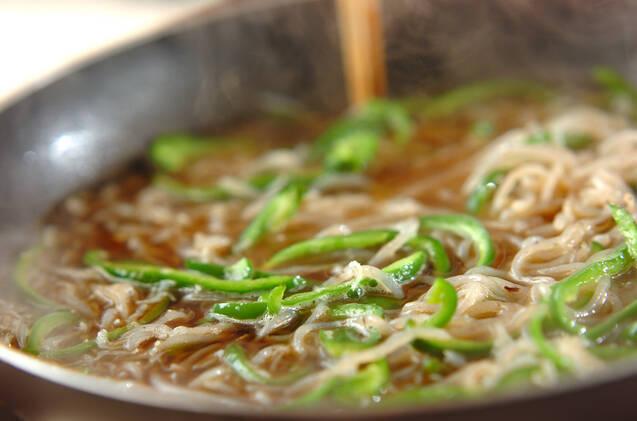 糸コンとピーマンの炒め煮の作り方の手順3