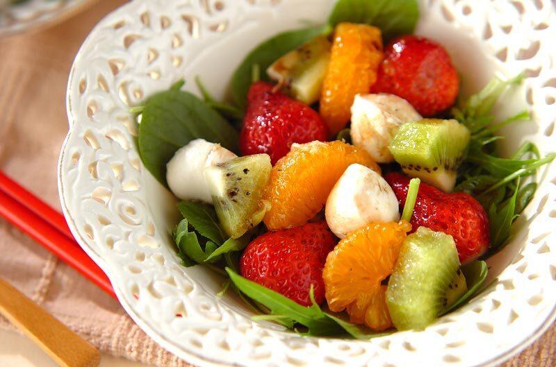 いちご、キウイ、みかんのフルーツサラダ