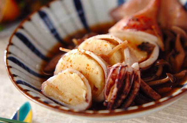 和食器に盛られたイカのはんぺん詰め煮