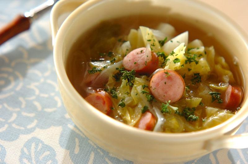 6. キャベツとソーセージのスープ