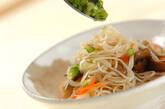 ベーコンとマイタケの素麺炒めの作り方7