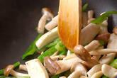 シメジのサッと炒めの作り方2