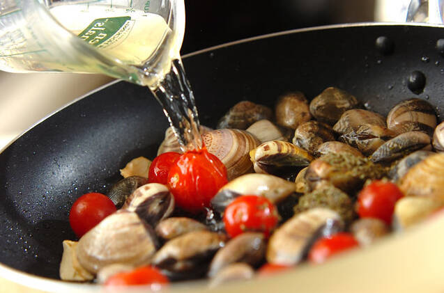 貝のハーブワイン蒸しの作り方の手順3