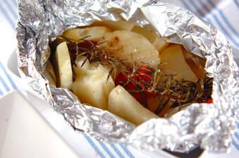 ジャガイモのハーブホイル蒸し焼き