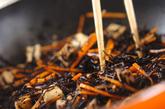 キノコと芽ヒジキの煮物の作り方1