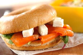サーモンチーズベーグル